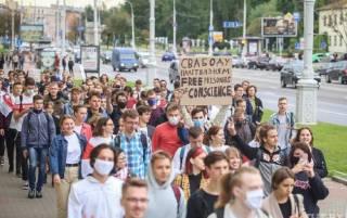 В Минске студенты вышли на протест. Сотрудники ОМОНа не церемонятся