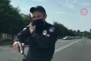 На Сумщине коп направил пистолет на женщин с ребенком за то, что те забыли маски