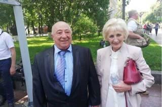 Зеленский попытался назначить своему отцу пожизненную стипендию