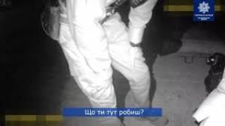 Ждал маму, но она не пришла... В Тернополе маленький мальчик ночью спал на скамейке