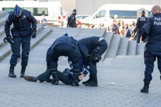 В Бельгии полиция разогнала митинг против карантина из-за несоблюдения условий карантина