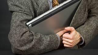 В Херсоне учительница воровала и продавала школьные ноутбуки