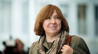Неизвестные ломятся в квартиру к Нобелевскому лауреату из Беларуси