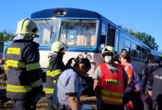 Появилось видео с места крушения поездов в Чехии