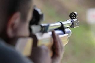 В Виннице двое пьяных мужчин устроили стрельбу с балкона по детям