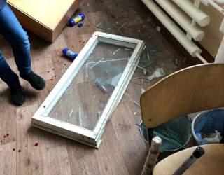В сумской школе во время урока на детей упало окно. Раны пришлось зашивать