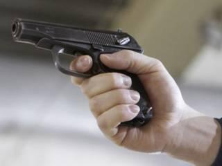 В Днепре пьяный мужчина открыл стрельбу около супермаркета