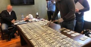 В Киеве чиновник Минюста продавал бизнесмену госдолжность за очень крупную сумму