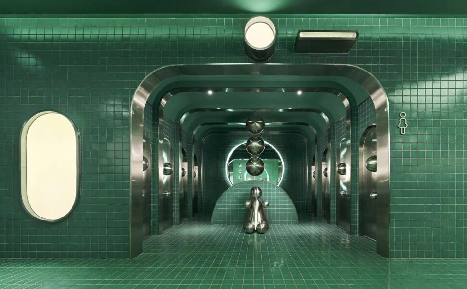 Огромный общественный туалет в Китае, вдохновленный гравитацией черных дыр