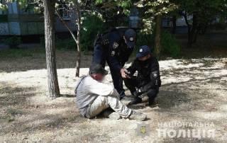 В Кременчуге мужчина напал на 14-летнюю девочку, ударив ее бутылкой по голове