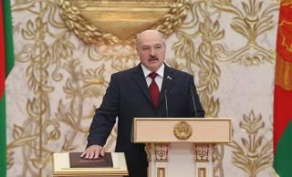 Лукашенко тайно вступил в должность президента Беларуси. Люди выходят на акции протеста