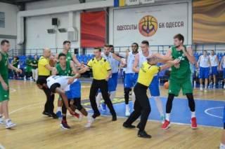 Товарищеский матч между баскетболистами из Одессы и Тернополя закончился эпичным побоищем