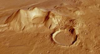 Ученые обнаружили на Марсе целую сеть соленых водоемов и три небольших пруда