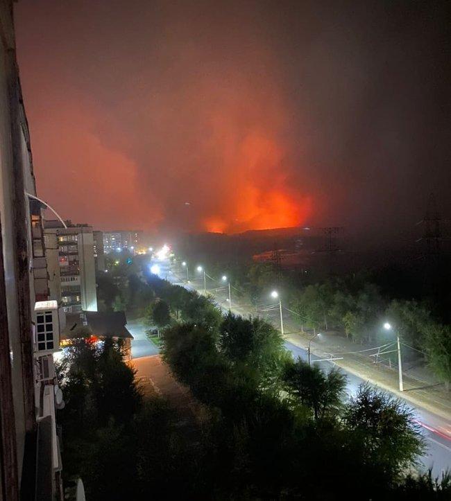 Зарево пожара на окраине Северодонецка