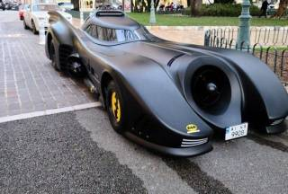 На улицах Монако припарковался настоящий «Бэтмобиль» на украинских номерах