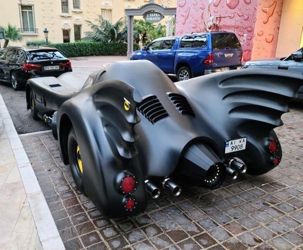 """""""Бэтмобиль"""" с украинскими номерами на улицах Монако"""
