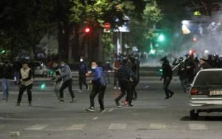 В Бишкеке начались массовые акции протеста. Захвачено здание парламента, есть погибший
