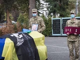 В Днепре священник УПЦ отпел воина ООС, который погиб во время тушения лесных пожаров