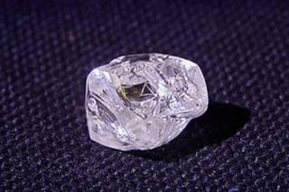 Физики сделали с алмазом кое-что странное