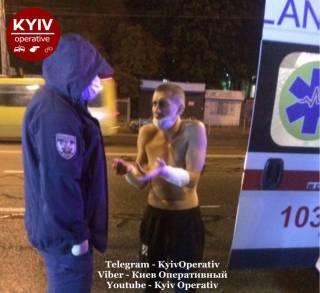 В Киеве неадекват с «розочкой» бросался на прохожих