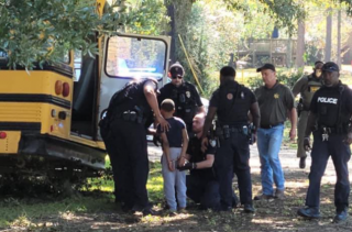 Появилось видео, как школьник угнал автобус в США