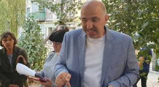 Кандидат в меры Азаров не платит алименты своим детям