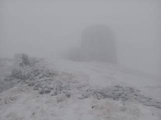 Опубликован снимок занесенных осенним снегом Карпат