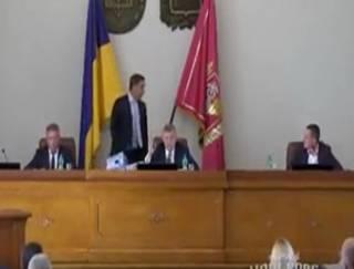 Харьковские чиновники на заседании облсовета предложили друг другу не городить «х*рню» и «не др*чить»