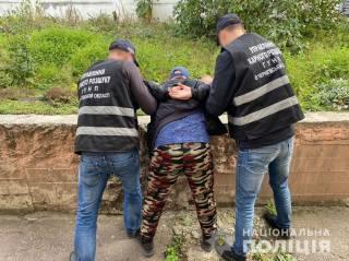 На Черниговщине 34-летний парень предлагал школьницам секс за деньги