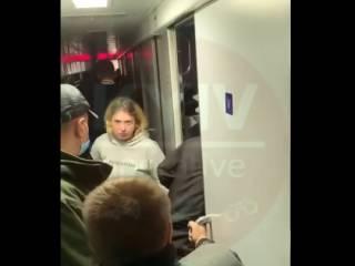 С поезда «Львов — Киев» сняли девочек-подростков, которые вели себя неадекватно