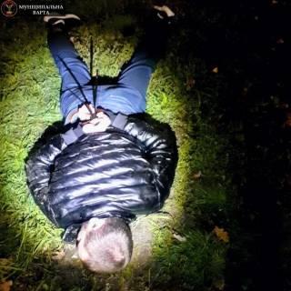 В киевском парке задержали мужчину, который преследовал двух девушек