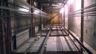 В Киеве рухнул лифт с человеком