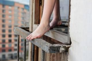 В Киеве женщина с ребенком выпали с 9-го этажа