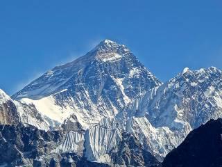 Самую высокую гору Земли закрыли из-за коронавируса
