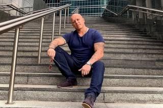 Появилось видео, как в центре Москвы избили популярного актера