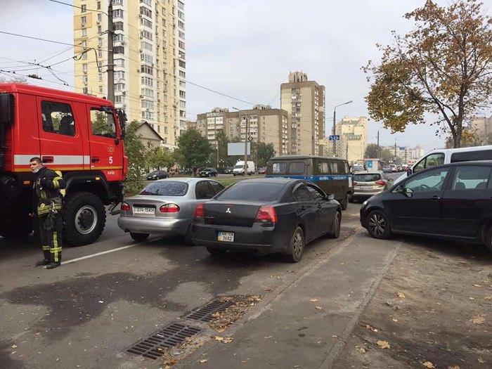 Авария на коллекторе в Дарницком районе Киева