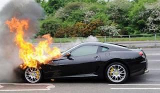 Пожарный из Днепра за деньги сжег три автомобиля