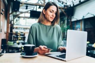 Оформление страховых полисов онлайн: покупать или нет?