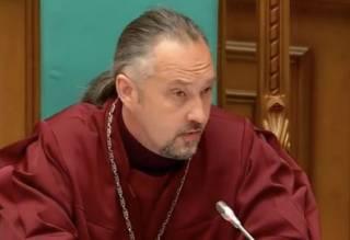 Один из главных участников конституционного скандала подал в отставку и намекнул, что покинет Украину