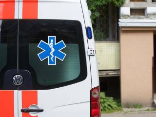 В Бердянске больная коронавирусом женщина выбросилась из окна роддома