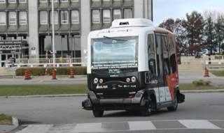 На дороги Канады вышли очень необычные автобусы