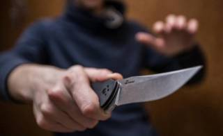 В Кривом Роге мужчина устроил кровавую резню на улице. 2 человека убиты, 8 оказались в больнице