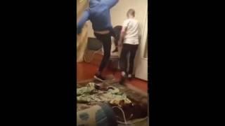 В России подростки зверски избили ровесника на «вписке» в запрещенную организацию АУЕ (видео 18+)