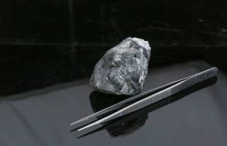 В Африке найден алмаз весом почти в тысячу карат