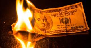 Финансисты предрекли доллару резкий обвал