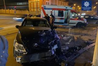 В результате резонансного ДТП в Одессе Lexus опрокинул «скорую»