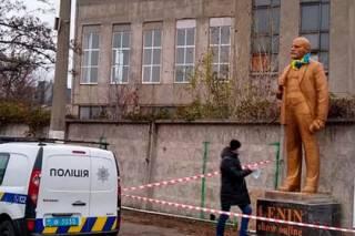 Предприимчивые киевляне решили подзаработать на памятнике Ленину