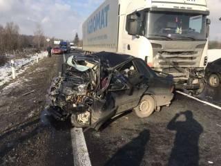 Жуткое ДТП на Закарпатье: грузовик не оставил ни одного шанса пассажирам легковушки