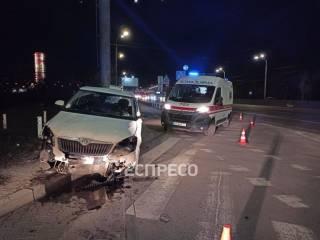 В Киеве таксист умер за рулем двигающегося автомобиля и едва не протаранил АЗС