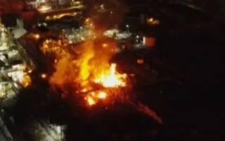 Появилось эпичное видео пожара на химическом заводе в США
